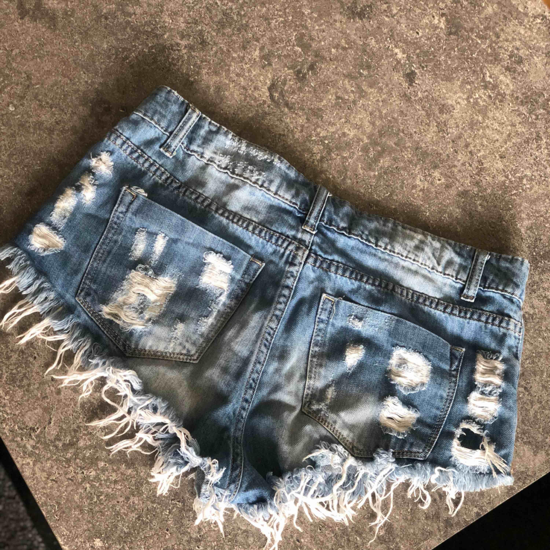 Shorts i storlek L . Shorts.