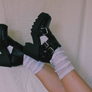 Riktigt söta chunky skor med metallspänne på sidorna. Storlek 36 men passar även 37. Fri frakt 💅