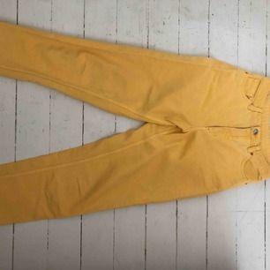 Mom-jeans från Monki Modell: Taiki Storlek 26 Använda 2-3 ggr
