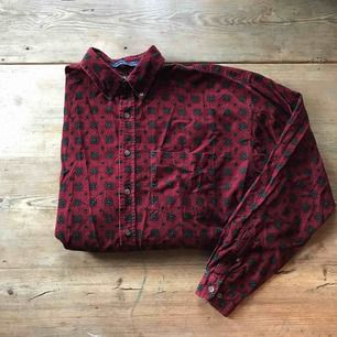 jättefin retroskjorta i manchester, aldrig använd av mig och i jättefint skick, köparen står för frakt <3