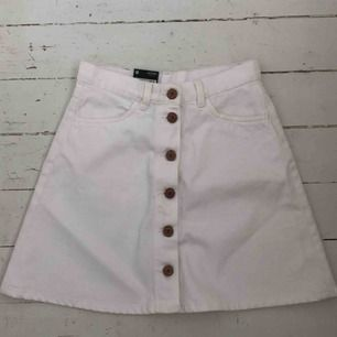 HELT NY kjol från Monki Vit denim i storlek 36
