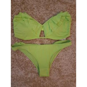 Grön oanvänd bikini från HM. Överdelen är i strlk 42 och underdelen i strlk 36. Frakt tillkommer max 40:-