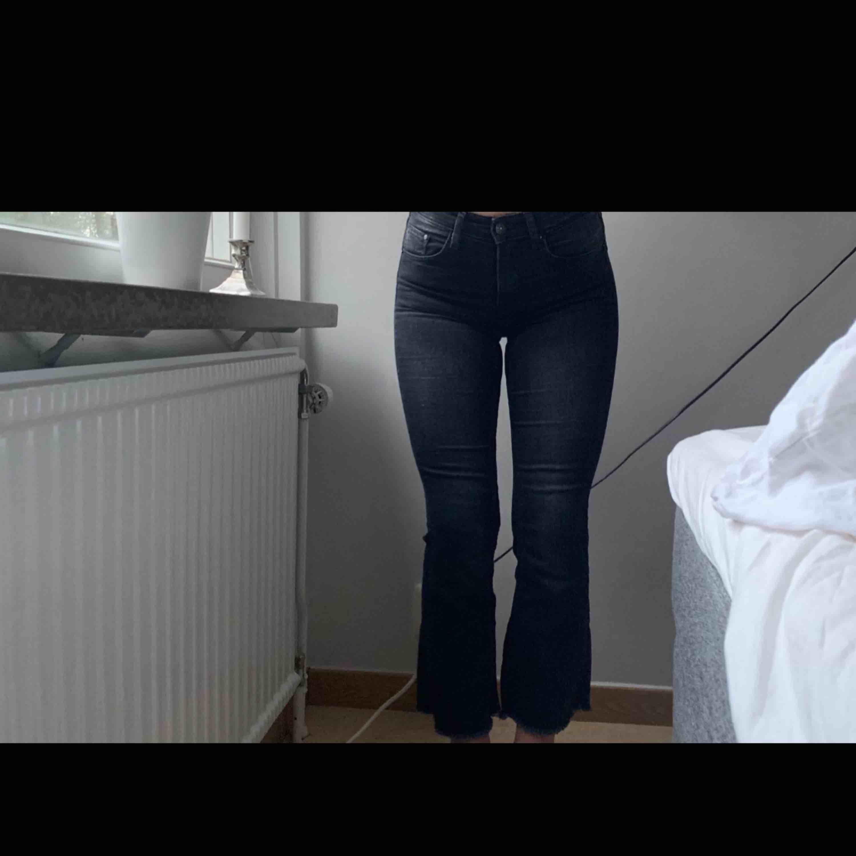 Bootcut jeans Säljer pga att det är för små. Nypris: : 300-500kr Använda 1-2 gånger, bra skick.. Jeans & Byxor.