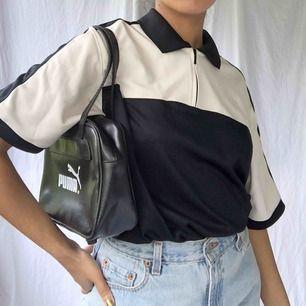 Snygg sport skjorta i normalt second hand skick☀️ köparen står för frakten (36kr)