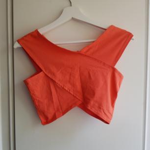 Helt oanvänd topp/tröja från Gina Tricot