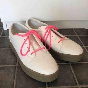 Vita skor från asos  Strlk 44.5  Knappt använda