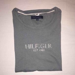 Tommy Hilfiger t-shirt i fint skick.