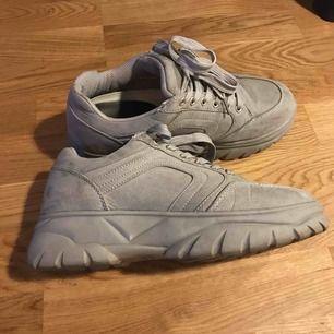 Chunky sneakers endast använda 2 ggr, tyvärr för stora för mig! Ursnygga och sköna.