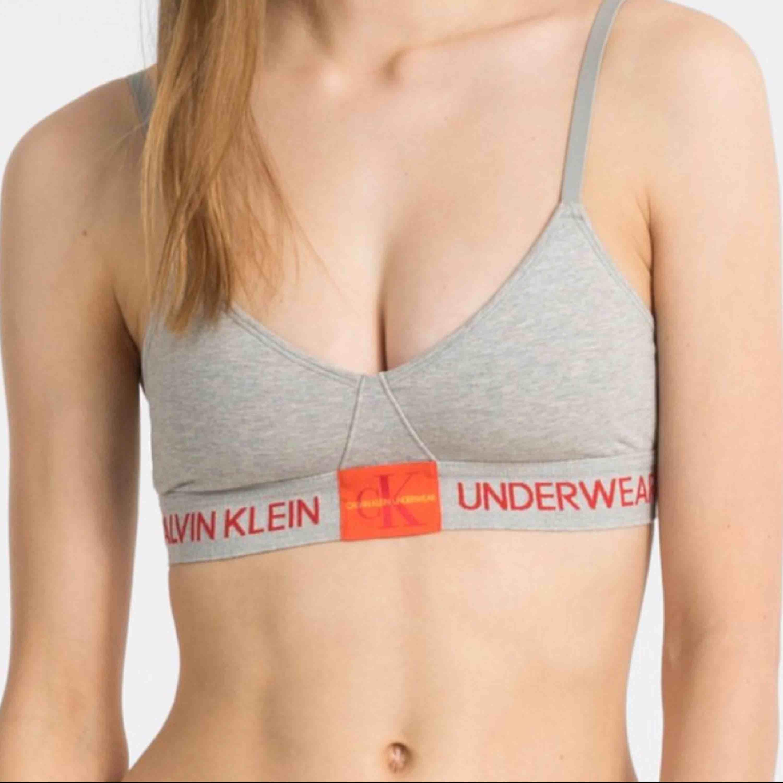 Calvin Klein underlined monogram bh, knappt använd! frakt tillkommer🤩🤩. Övrigt.