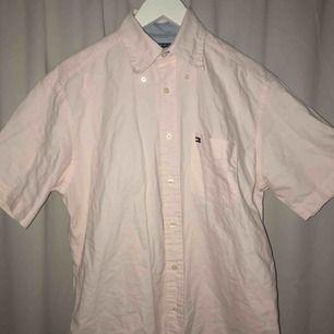 knappt använd rosa skjorta från Tommy Hilfiger, frakt tillkommer!