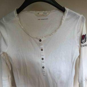 Trekvartslång tröja från Odd Molly, i nyskick. Skicka för fler bilder!