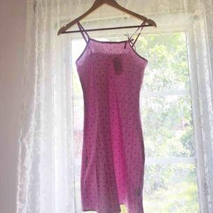 Klänning/nattlinne i silke. Aldrig använd och lappen är kvar så den är i väldigt bra skick!:) Frakt tillkommer💓💕🌷