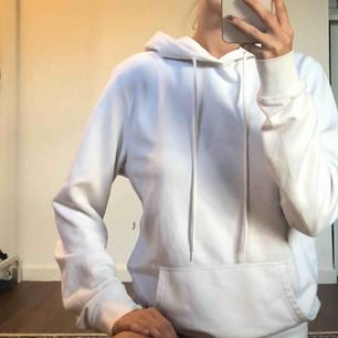 vit lite oversized hoodie! tillkommer frakt!✨✨