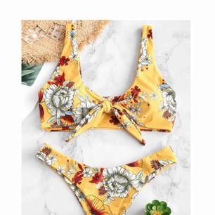 INTRESSEKOLL! Kollar intresset på denna supersatsar gula och blommiga bikini från Zaful. Knytning fram och string på trosorna