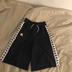 Stora shorts från Kappa. Storlek S. Säljer för 100kr + Frakt