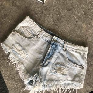Jeansshorts i storlek L
