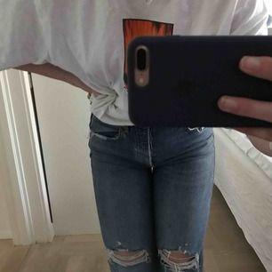 Jeans från Zara. Ordpris cirka 350kr. Använda fåtal gånger. Leverans ligger på 59kr och köparen står för frakten 💓