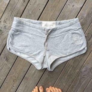 Superfina shorts från Abercrombie & Fitch i 100% bomull. Köpta i USA för ca 300 kr. Sparsamt använda. 💫