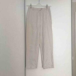 Mjuka beiga kostymbyxor från H&M, 100% bomull.