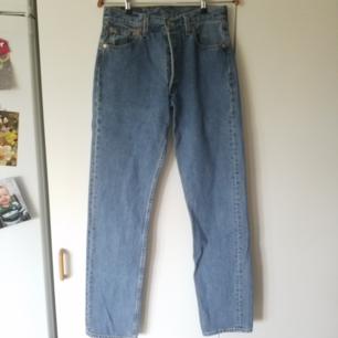 Äkta vintage Levis jeans i storlek 30/34