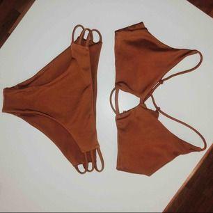 Bikini sett, brun. Trosa i brasilian stil. Knappt använd Köparen står för frakt