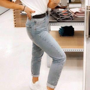Skitsnygga mom jeans ifrån Ginatricot, använd vid fåtal tillfällen, pris kan diskuteras🌟🌟