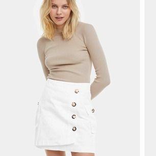 Helt ny kjol ifrån BikBok, storlek 38 men passar mig som är 36, pris kan diskuteras 🌟🌟