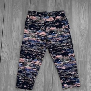 Träningsbyxor / shorts från Pull & Bear i super skick, storlek S. Frakt kostar 36kr extra, postar med videobevis/bildbevis. Jag garanterar en snabb pålitlig affär!✨