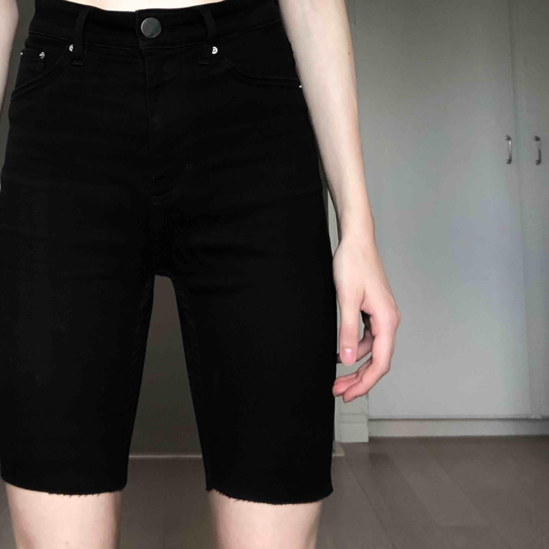 Avklippta jeansshorts. Frakt endast 29 kr <3. Shorts.