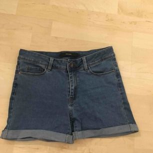 Jeans-shorts från vero moda i storlek medium. +frakt 59kr.