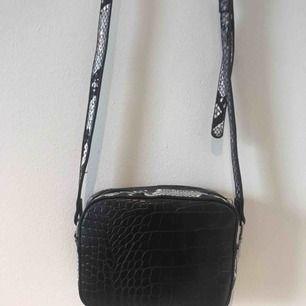 En superfin väska från bikbok! Liten och smidig,passar till alla tillfällen🤩