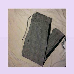 Fina kostymbyxor från ONLY i lite mjukare material || storlek S längd 32 || använda 1-2 gånger || nypris 399 säljer för 150 kr + frakt