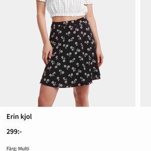 """SÖKER denna kjol i modellen """"Erin"""" från BikBok! Nypris är 299kr men söker för ett billigare pris. Helst i storlek 34 men 36 funkar också"""