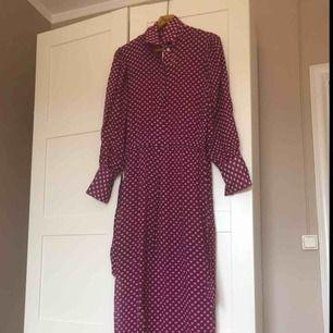 Fantastisk klänning från Malene Birger. Sparsamt använd endast få tillfällen. Värde 3900 kr.