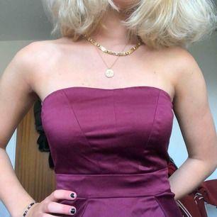 Vinröd sidenklänning från JC❤️
