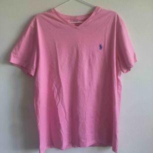 Jättesnygg t-shirt från Ralph Lauren. Snygg att bära oversized!
