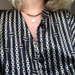 Svart blus/skjorta med kedjemönster💗