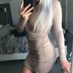 Jättefin klänning från Nelly, strl S, aldrig använd. frakt tillkommer 🌸