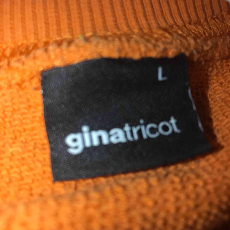 Tröja från Gina som nt är använd så mke, köparen står för frakten . Tröjor & Koftor.