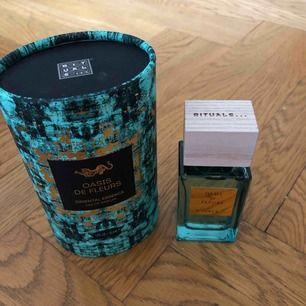 Oanvänd parfym från Rituals! Oasis de Fleurs. 50 ml. Nypris: 435 kr. Frakten ingår i priset.
