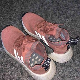 Säljer mina NMD, bara använts några ggr ser fortfarande nya ut. Köpt från Adidas.se Kan också frakta men köparen står för frakten :)