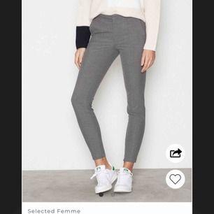 Jättesnygga gråa kostymbyxor från Nelly som jag tyvärr inte får någon användning för längre, nypriset är 599kr