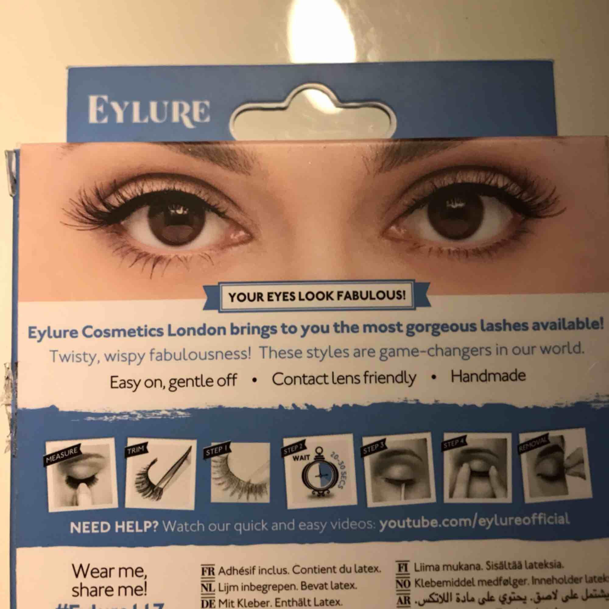 Lösögonfransar, helt oanvända och köpta för 99kr. Har endast testat de på ögat utan lim. Lim medföljer. Kan frakta eller mötas upp :). Accessoarer.