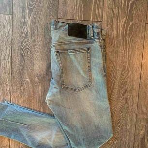 Riktigt fina neuw jeans självklart äkta, ny pris på dessa är 1100kr säljer dom då dom inte kom till användning! Så gott som nya! Storlek W31 L32  BUDA!!!