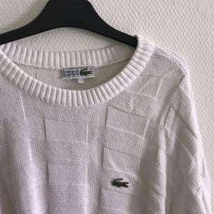 Stickad lacoste-tröja, fint skick! Frakt tillkommer på 54kr