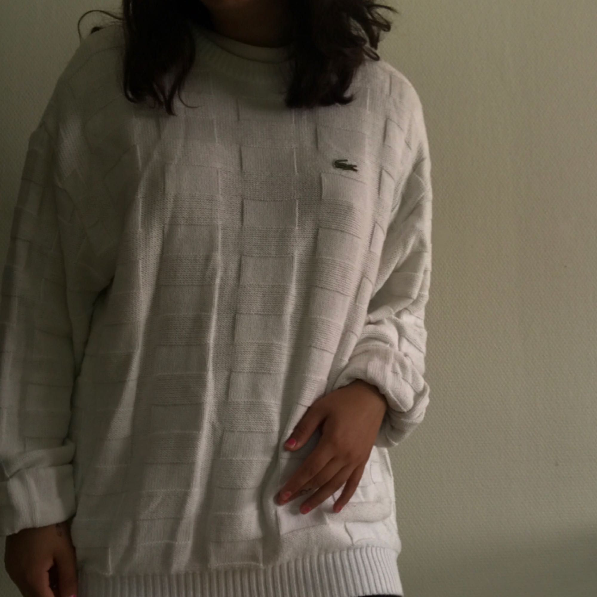 Stickad lacoste-tröja, fint skick! Frakt tillkommer på 54kr . Tröjor & Koftor.