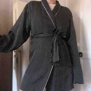 Kavaj/kimono. Fint skick! 32 men lös modell så funkar 32-36 (jag har vanligtvis 36).