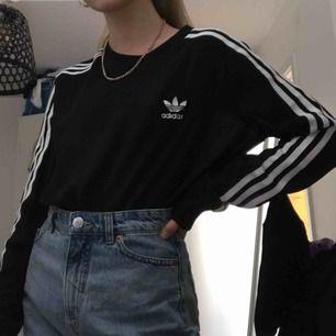 Nästan hel oanvänd långärmad adidas mesh tröja, storlek S men passar mindre och något större storlekar också. Möts ENDAST upp i stockholm, fraktar ej.