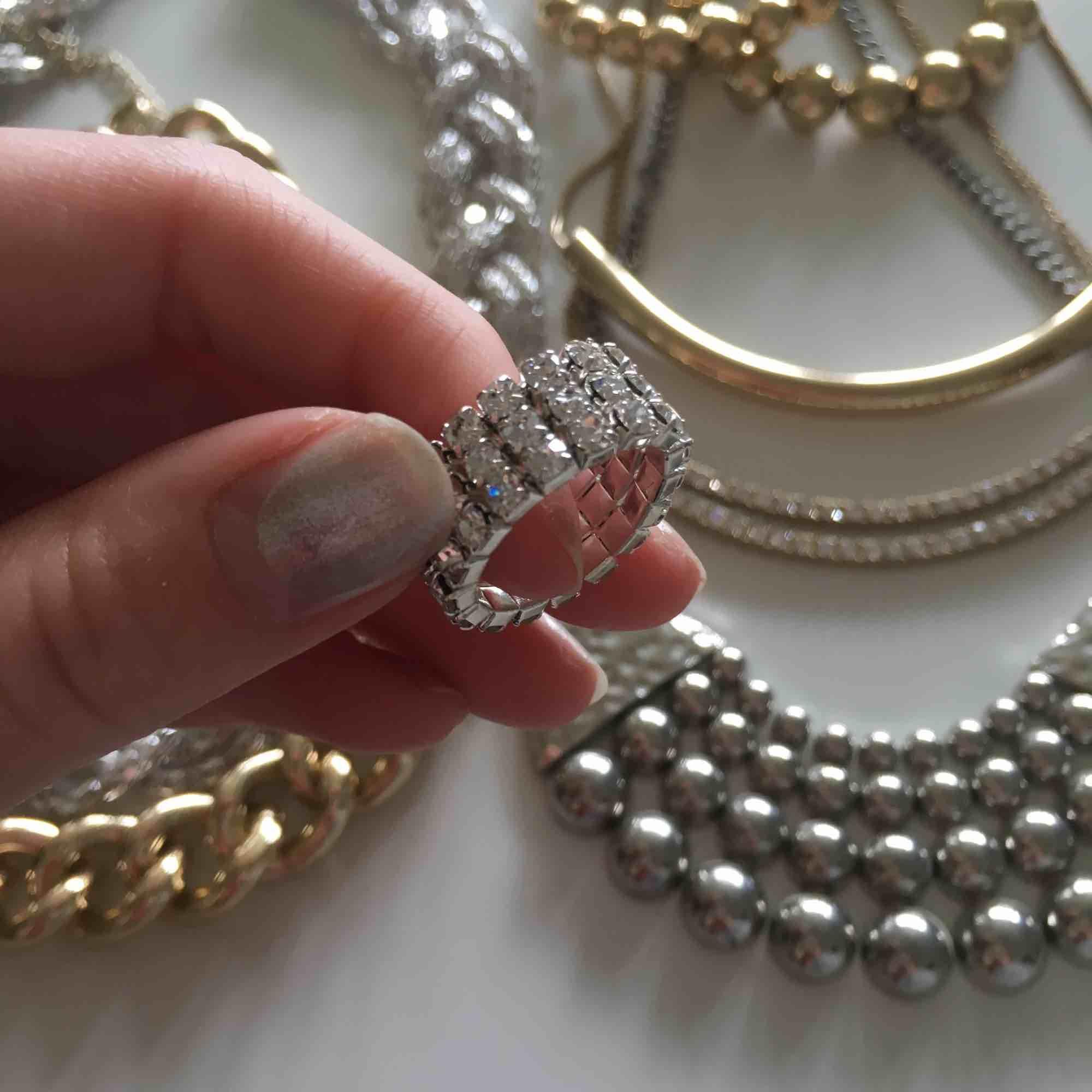 Blandade smycken allt för 50.. Accessoarer.