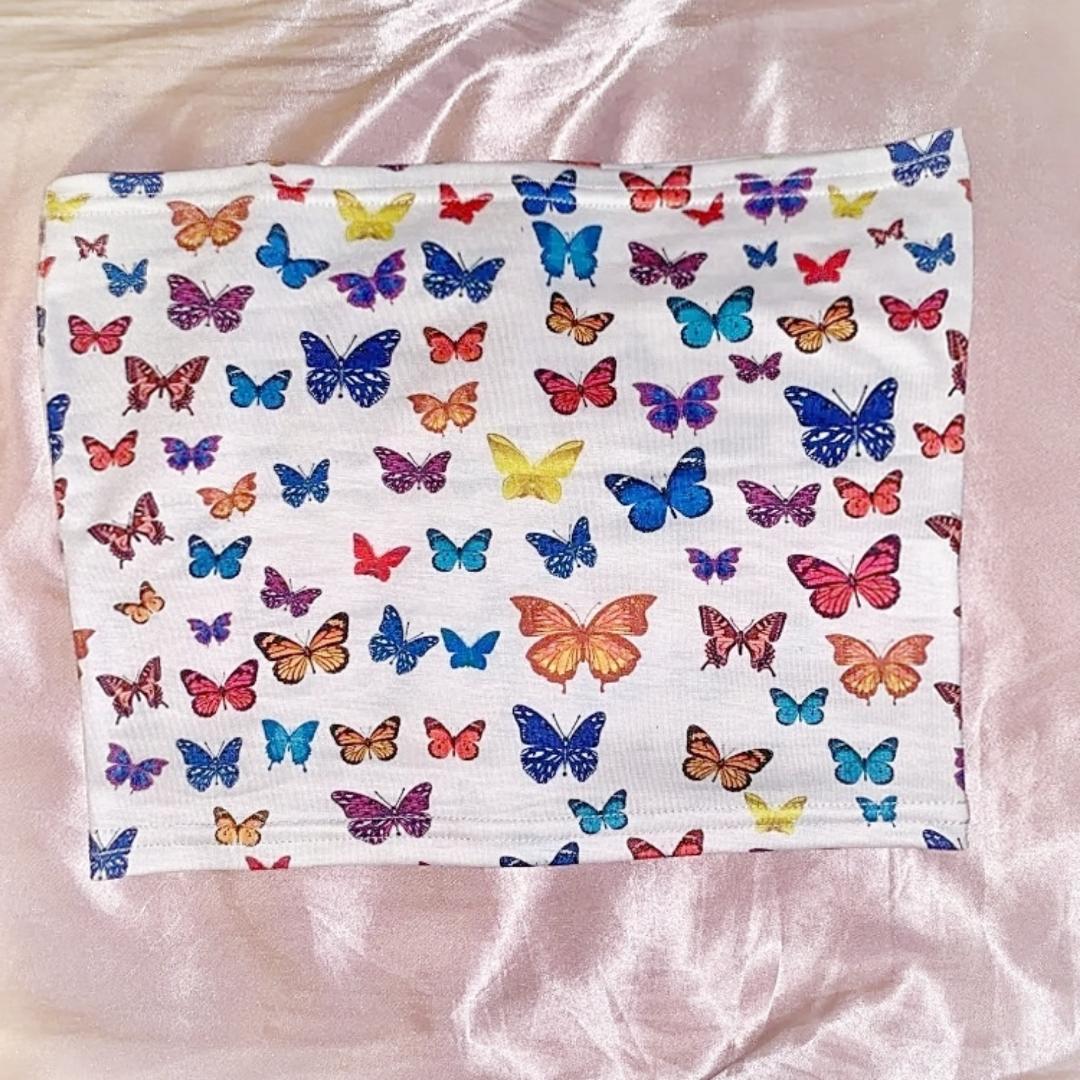 Supersöt tubtopp med fjärilar på. Har även en i storlek M. Frakt ingår ❤. Toppar.